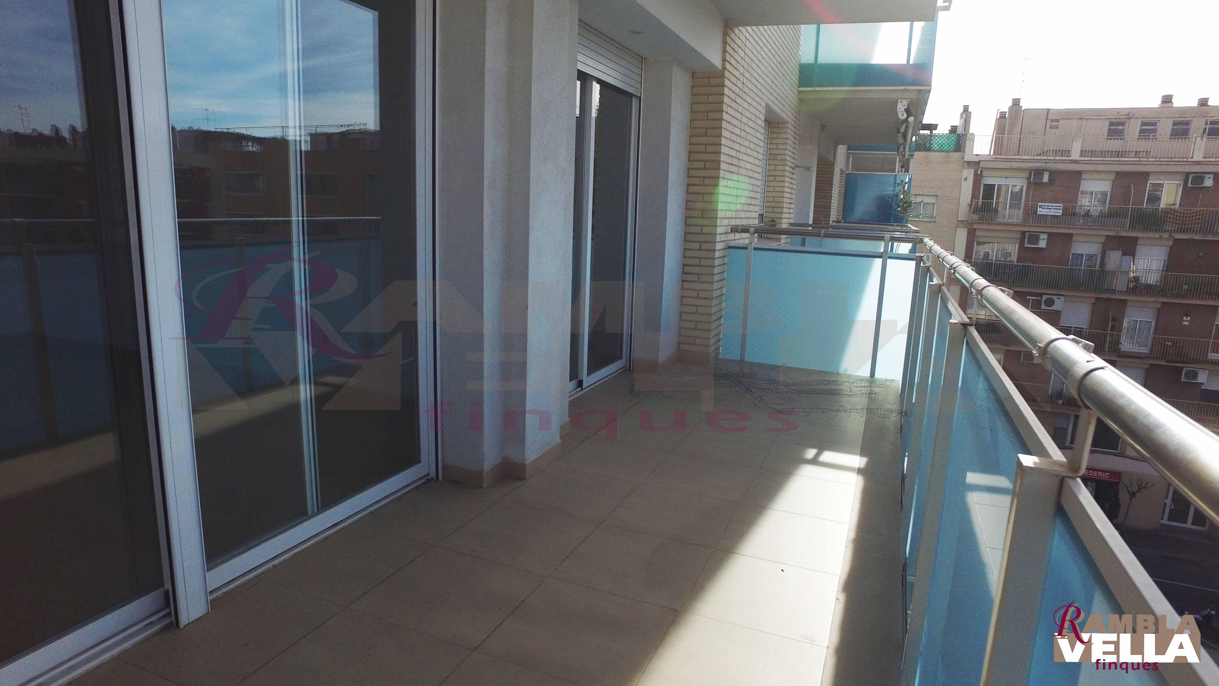 Piso de nueva construcción en Plaza dels Infants