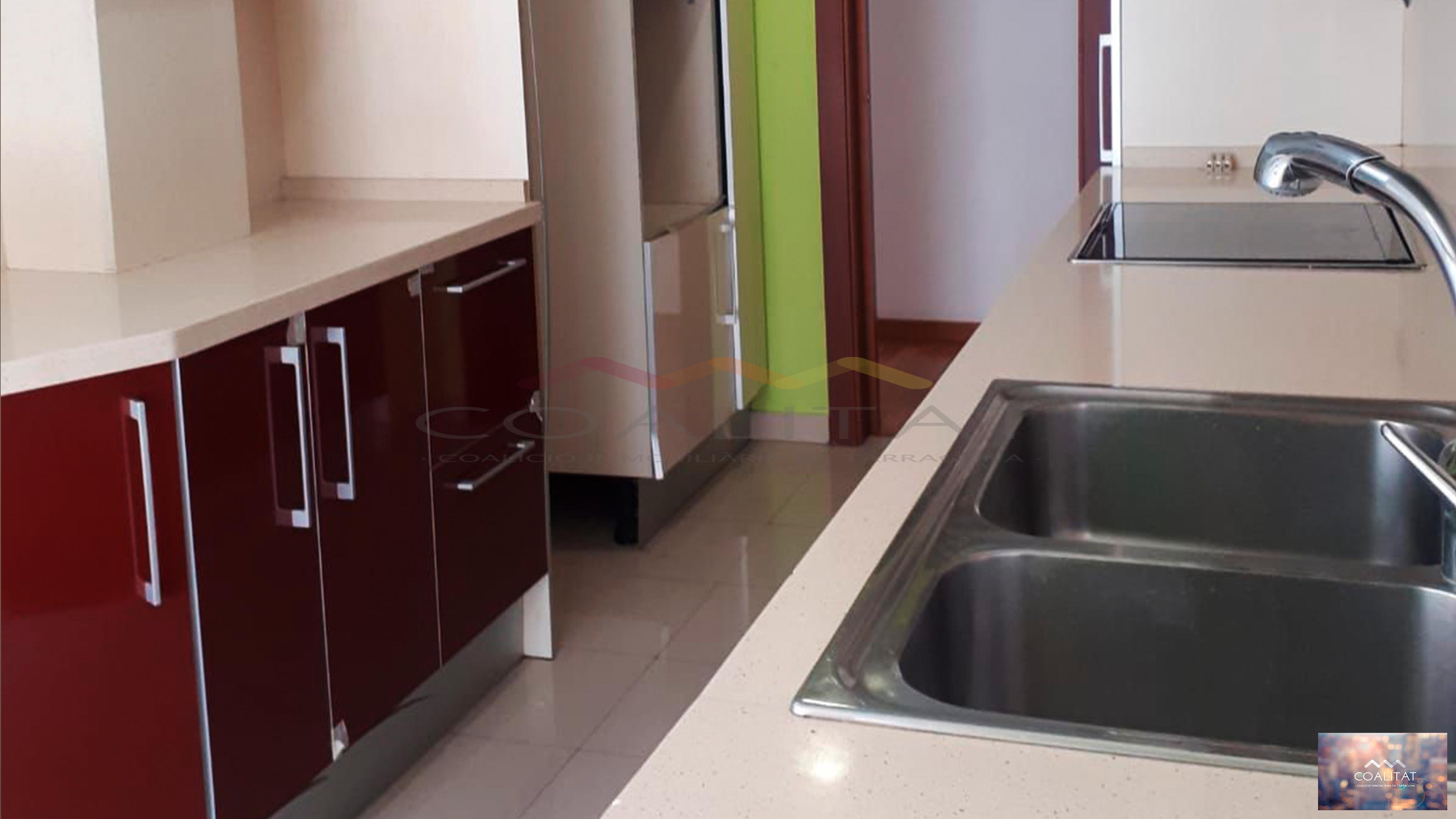 Piso de 5 habitaciones con parking en Josep Floresvi Garreta